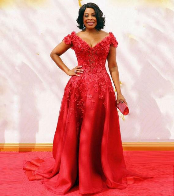 Red Celebrity Dresses Sexy V Collar Cover Red Carpet Oscar Celebrity Evening  Applique Lace Beaded Celebrity Gown Plus Size Dress f54334e3a5e0