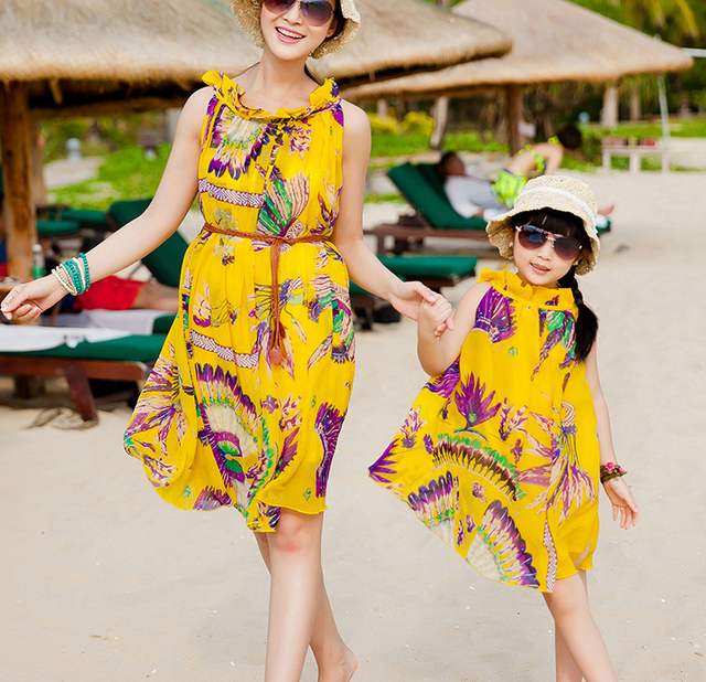 906b24c90387e US $20.99 |Mother Daughter Matching Dresses 2018 Summer Style Floral  Printed Chiffon Beach Dress Family Look Girl and Mother Vacation Dress-in  ...