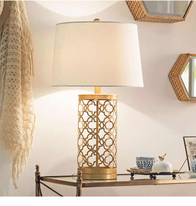 Luxurious Gold Lamp Led Table Lamp Bedroom Bedside Light Nordic Creative Metal Hollow Cage Table Light Bedside Lamp Desk Light
