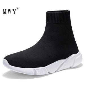 Image 1 - MWY Atmungsaktive Fliegen Socken Schuhe Dicken Boden Weibliche Schuhe Damen Schwarz Casual Wohnungen Schuhe Slip On Slipper Sneakers Frauen