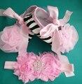 Детская обувь цветок ободки комплект, Белое кружево для девочек, Алмаз детские ботинки, Младенца крещение обувь, Детские мокасины