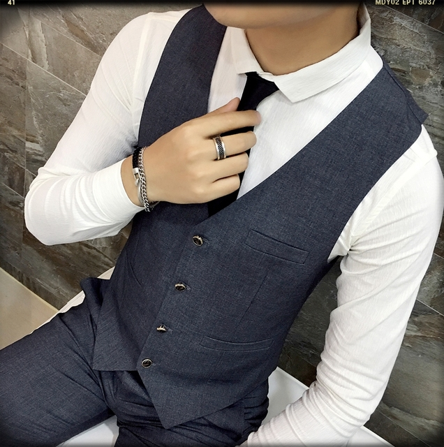 2017 Autumn and Winter Fashion Multi-button Men Formal Work Vest Man Small Vest Slim Suit Vest Male Vests