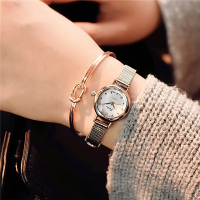 Fashion trend couple watch male middle school Korean version of the simple casual atmosphere men's watch luminous female table 2 mshg alligator skin new female bag korean version of the trend of hand painted handbags european and american fashion middle age