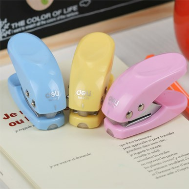 Cartoon Mini Paper Hole Punch Hand Paper Cutter Office Perforadora De Papel Agujeros Papel Stationery Paper Punch Stanzer 02805