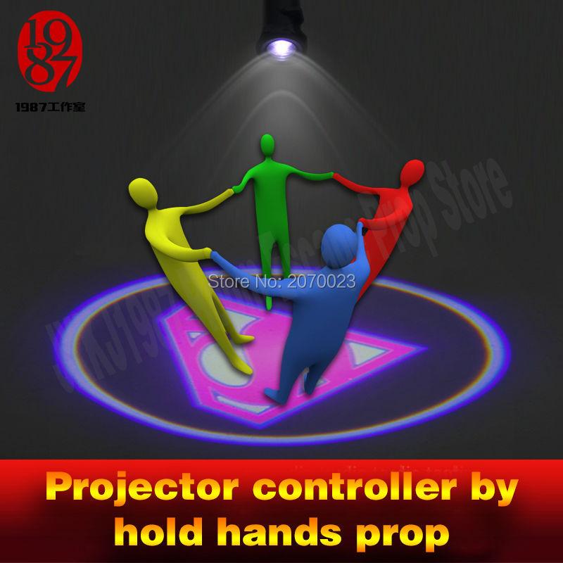 Удерживайте руки, чтобы осветить проектор, комната для побега, игра adventuer prop для получения скрытой картины, головоломка для камерного игрока