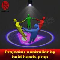 Dar as mãos para iluminar um projetor fuga quarto jogo adventuer prop para obter imagem escondida enigma pista para câmara jogador quarto