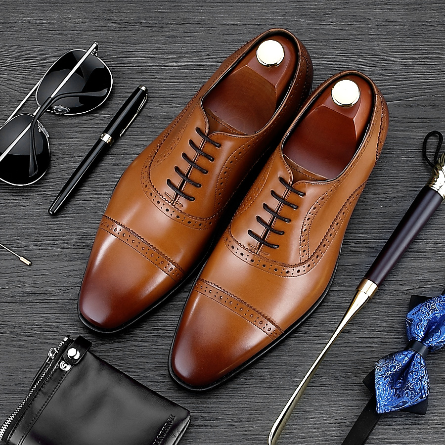 luxury round toe breathable man formal dress shoes genuine leather derby carved oxfords famous men s bridal wedding flats gd78 Luxury Brand Carved Man Brogue Shoes Hot Sales Genuine Leather Dress Party Oxfords Pointed Toe Formal Men's Handmade Flats MG07