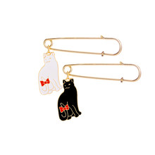 Dello smalto cat pins Bowknot coda di gatto pins e spille nero bianco Peloso pin spille fat cat distintivo spilla Pulsante Giacca pin per il cappello(China)