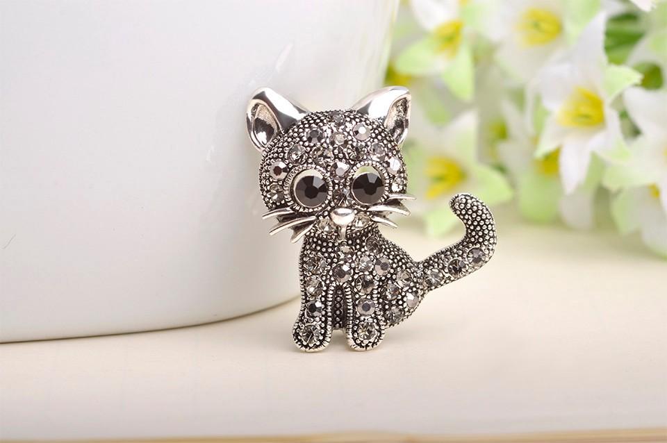 cute-little-black-eyed-silver-cat-brooch-with-grey-rhinestones-1