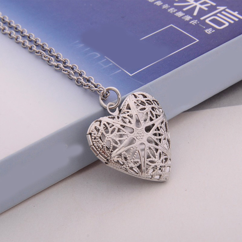 Female Necklace Heart Pendant Jewelry Hollow Alloy Chains Unisex Jewelry for Photos For Party