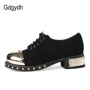 Image 3 - Gdgydh sexy rebite feminino sapatos góticos mid heel metal decoração plataforma saltos senhoras bombas de couro genuíno saltos grossos rendas acima