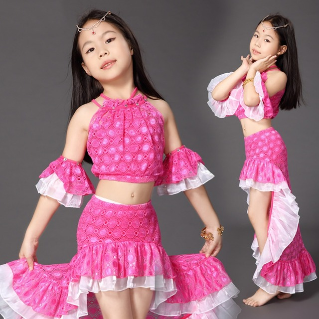 Секси танец девушки в юбке