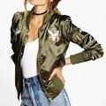 Женщины куртка бомбардировщика 2017 женский пальто летный костюм случайные куртка пальто женщин и вышитые орел женщины пальто куртки army green
