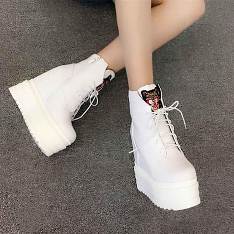 Korean version of 2017 autumn and winter new slope with muffins shoes Within the high 13cm high nightclub short boots