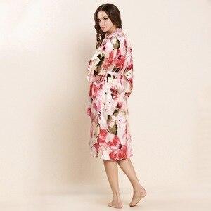 Image 2 - عالية الجودة الحرير الحقيقي النوم رداء مجموعات الإناث مثير الطبيعية لباس نوم من الحرير النساء الموضة المطبوعة طويلة الأكمام البشاكير W4201