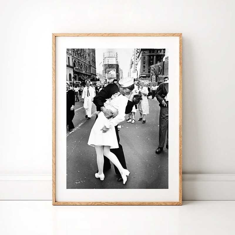 V-J Day in Times Square Poster Print Kiss Wall Art Canvas Painting Black White Picture Valentines Day Love Gift Home Room Decor
