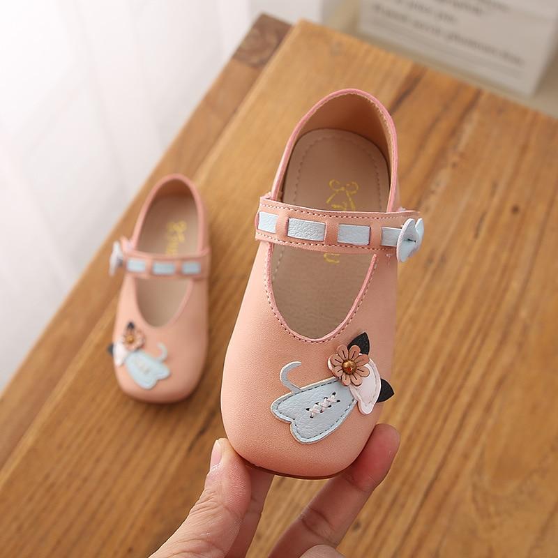 Zapatos Infantiles para niñas y bebés 2019 zapatos casuales de princesa de primavera PU cuero bebé mocasines sandalias para bebé ahuecar hacia fuera zapatos de bebé Chaussure recién nacido con cordones sandalias de bebé niñas