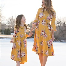 ChanJoyCC 2018 Fashion Floral Long Sleeve Dresses Mommy And Me Clothes Family Matching Outfits Knee Length Dress