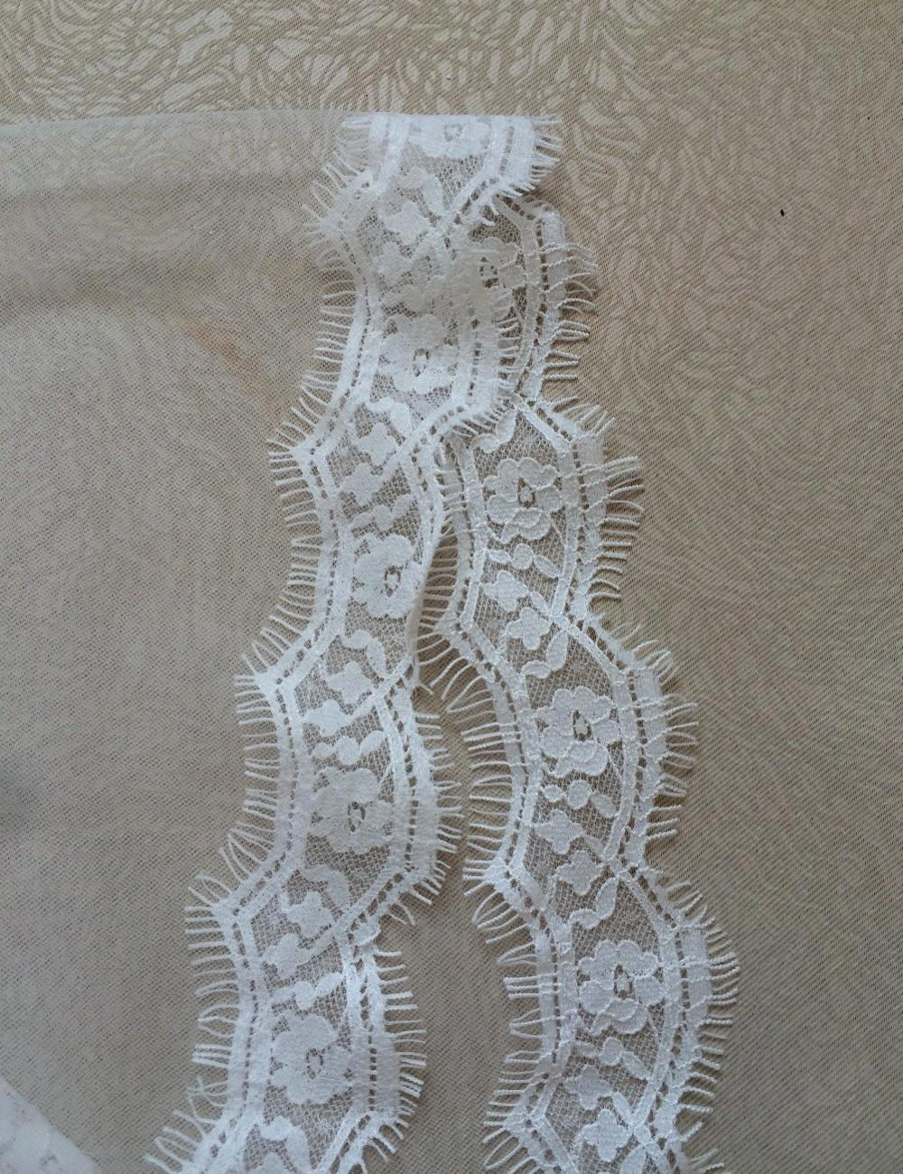 1.5 Meters Short Wedding Veils with Comb Lace Edge Beige White 2