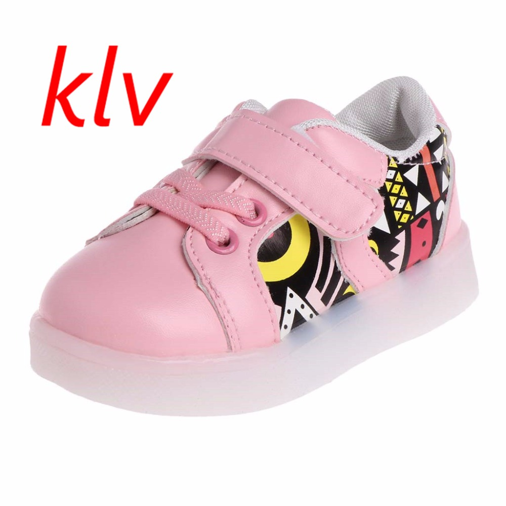 2017 New Fashion Children Boys Girls Light Shoes LED Luminous Kids Skate Board Shoes Sport Sneakers Trainers Boots with Light