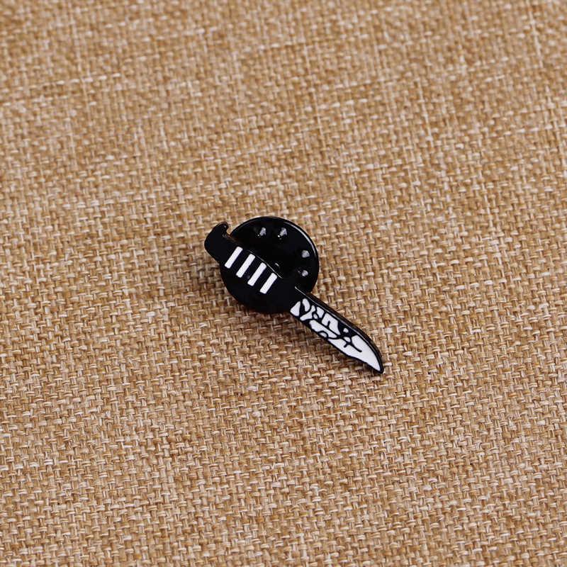 Gothic Pisau Pin Bros Bunga Pisau Enamel Punk Pin Bros untuk Anak Laki-laki Hitam dan Putih Kerah Pin Lencana Tombol bros Ibu