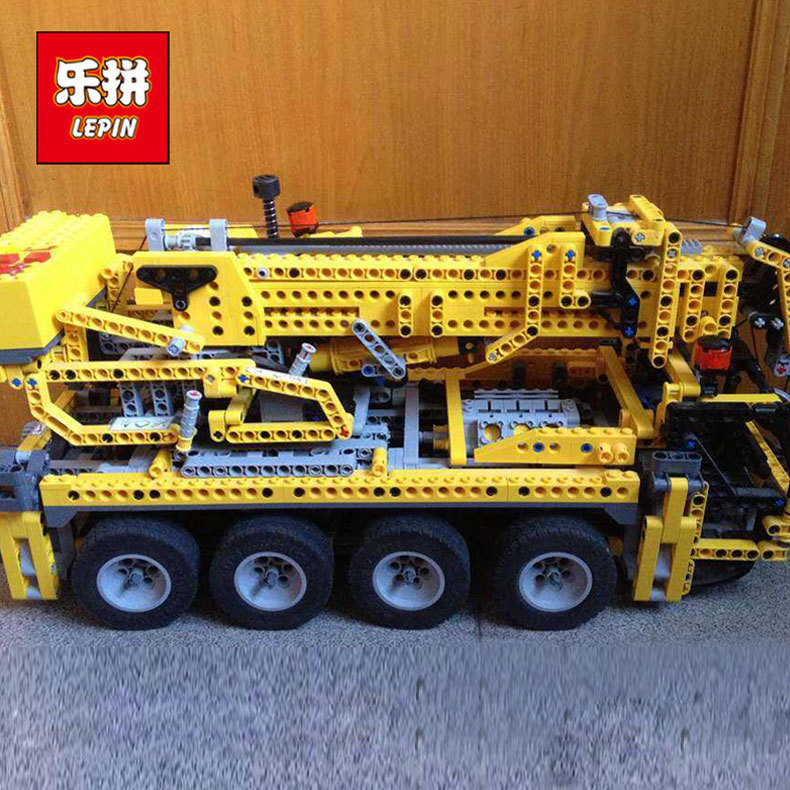 Lepin 20068 1884Pcs Technic Mechanical Series The Moving Crane Set Building Blocks Bricks Model Education Toys For Children 8421 wange mechanical application of the crown gear model building blocks for children the pulley scientific learning education toys