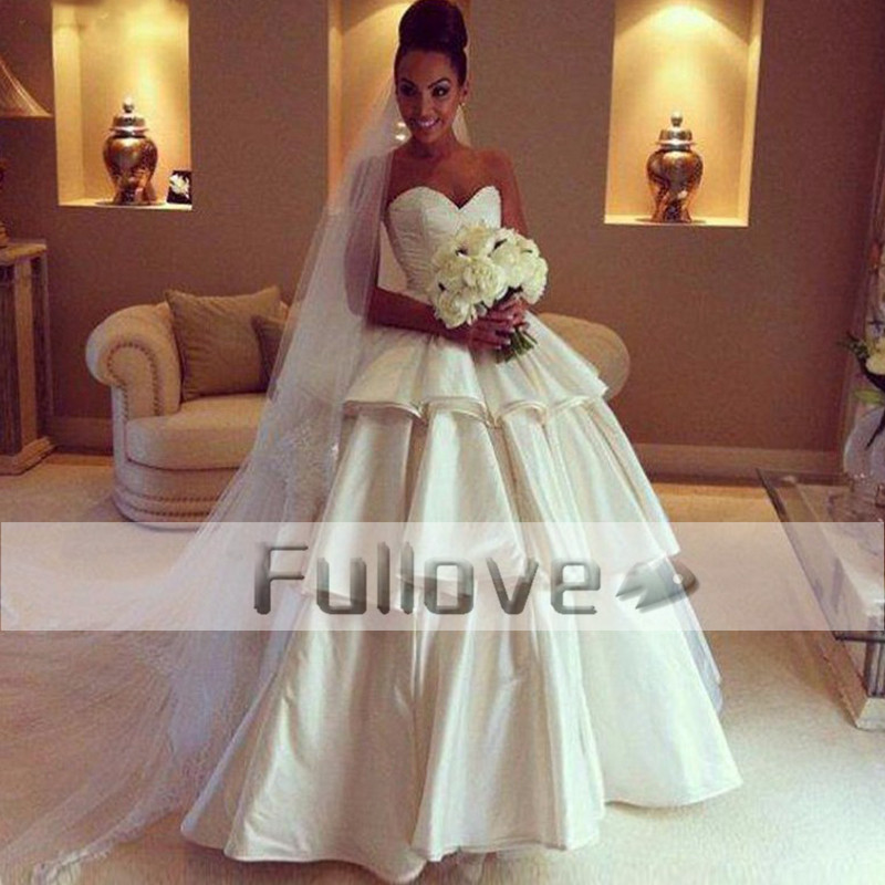 Noble Tiered Slim Cut Sweetheart Princess Wedding Dress