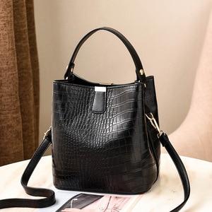Image 3 - Large Capacity Bucket Bags Women Crocodile Pattern Handbag High Quality PU Leather Shoulder Messenger Bags Ladies Casual Totes