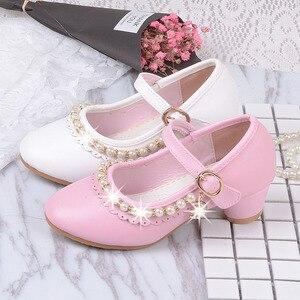 Image 4 - 2019 детские белые кожаные туфли с бусинами для маленьких девочек, детские вечерние свадебные школьные туфли с принтом, обувь на высоком каблуке для больших девочек