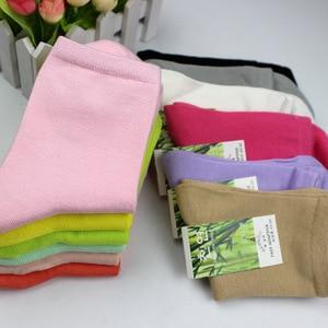 Image 2 - Dilanyifu 10 парт/лот осенние женские хлопковые носки забавные носки высококачественные однотонные бамбуковые повседневные короткие носки разные Женские Размеры 35 41