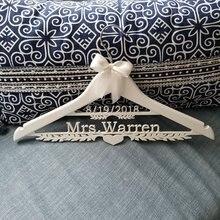 Деревянные вешалки для свадебного платья с именем и датой на заказ/вешалка для свадебного платья с именем и датой/душевая вешалка для невесты/подарок для подружки невесты