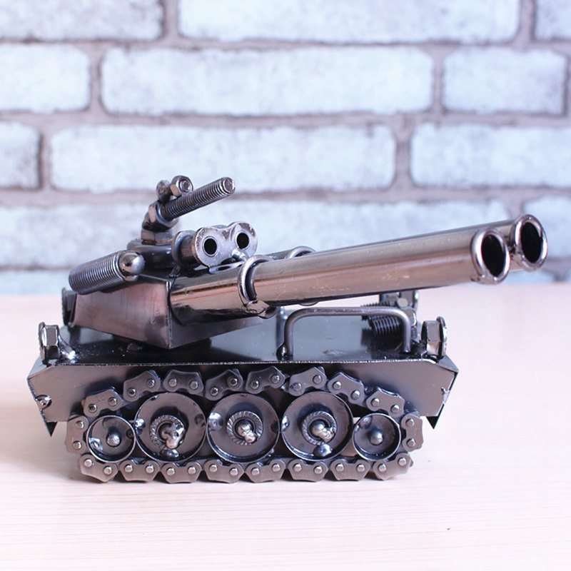 WWII Vintage Tank Statue Retro Iron Art Exquisite Old Tank Metal Craft Make Of Iron 18x9x8cm Decoration Craft For Study & Bar
