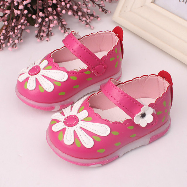 Female baby toddler shoes the spring and autumn period and the new soft bottom with flashing a lamp for children's shoes