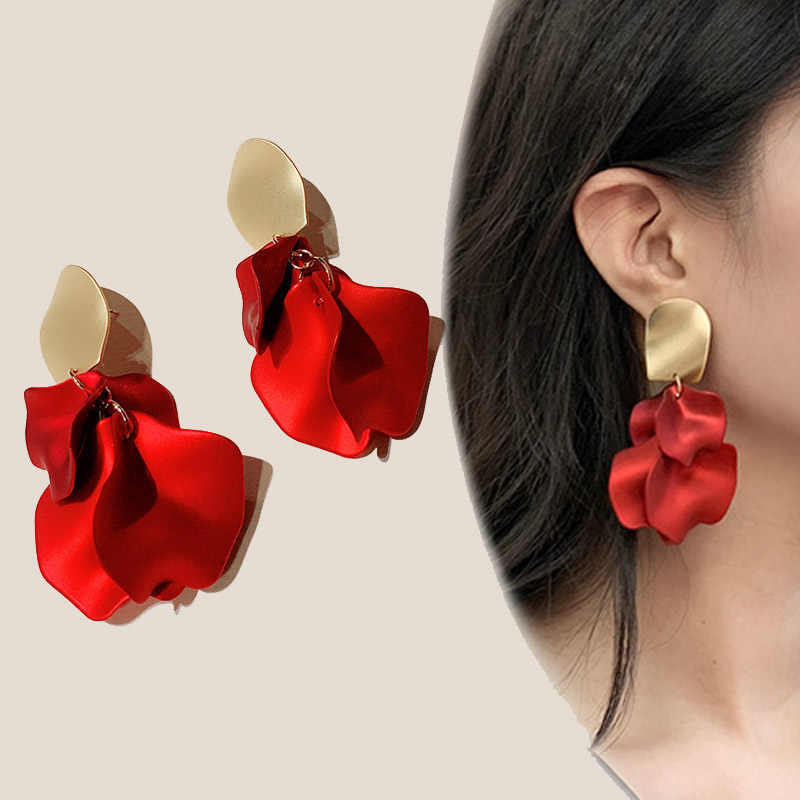 Dominated new 2019 fashion temperament Women personality delicate design metal petals exaggerated long Drop earrings Jewelry