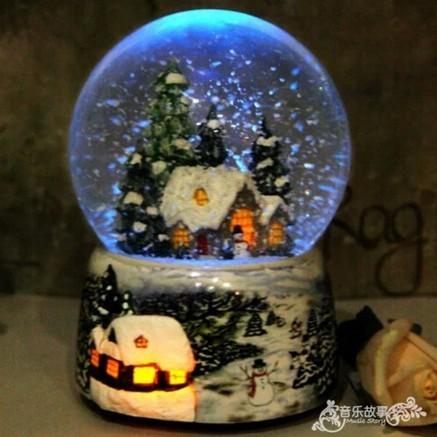 Christmas Snow Globe Snow HouseคริสตัลบอลหมุนไฟควบคุมเสียงเพลงBoxปราสาทในSkyของขวัญวันเกิดสำหรับแฟน