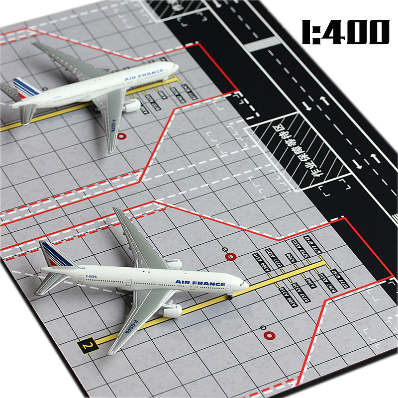 1:400 Passenger Plane Large Double Parking Simulation Model Ornaments Sand Wooden Civil Aviation Boeing 777 Passenger Runway image