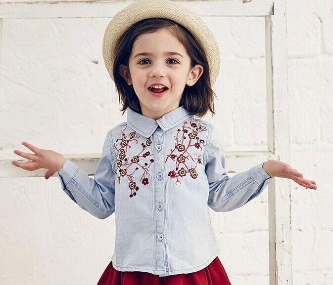 b72ba985a Moda Jean blusa camisa vaquera para las niñas princesa Floral bordado niños  blusas y camisas de la muchacha ropa otoño invierno en Blusas y camisas de  Madre ...