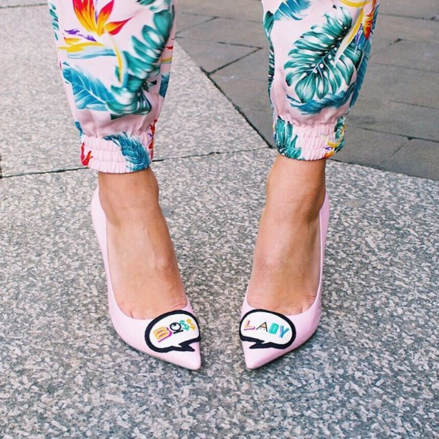 ФОТО New Fashion Cute Cartoon Pattern Boss And Lady On Upper Yellow And Red Lining Pointed Toe Thin Heel Sweet Girls Pumps High Heels
