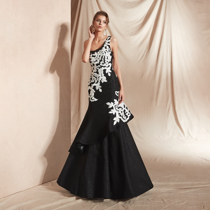 Black Lace Evening Dresses 2019 White Lace Applique Pearl Mermaid Elegant One Shoulder Long Sweep Train Mother of the Bride Gown