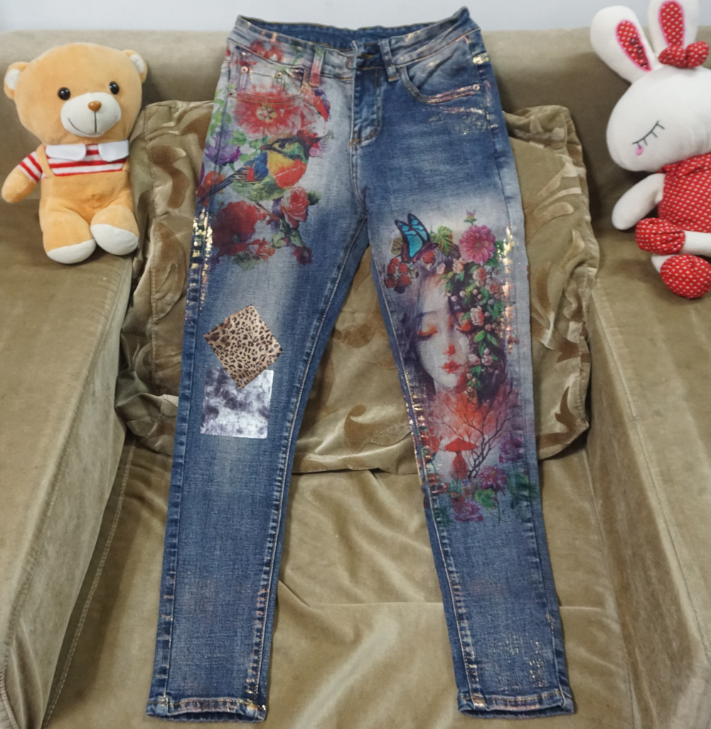 Flower Design Denim Jeans Lovely Embroidered Pencil Pants Use For Ladies Fashion
