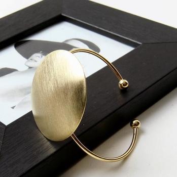 Επίχρυσο χάλκινο βραχιόλι χειροπέδα με μεγάλο στρογγυλό διακοσμητικό Βραχιόλια Κοσμήματα Αξεσουάρ MSOW