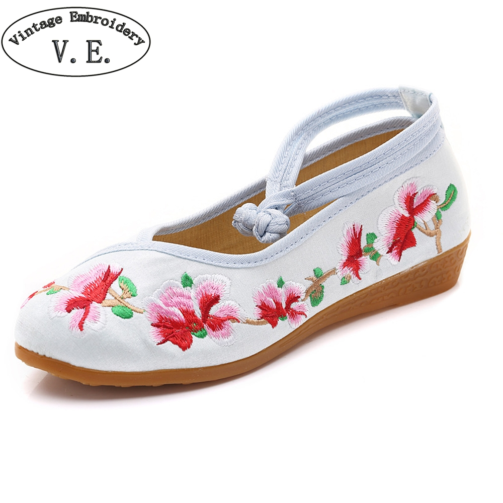 Vintage Embroidery Spring Autumn Flats Shoes Women Chinese National Floral Embroidered Shoes Soft Sole Walking Shoes For Lady chinese women flats shoes vintage boho