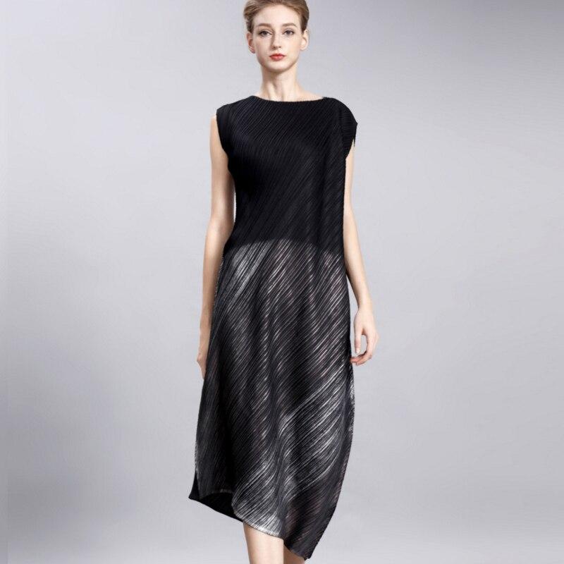 Changpleat 2017 summer Bronzing dress Miyak Pleated design irregular High fashion loose Nlack banquet women's dresses Plus Size