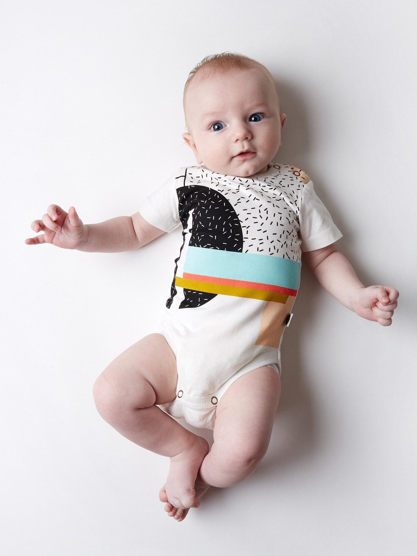 AiLe Rabbit/Ins горячий стиль детская одежда с коротким рукавом Летние треугольник для маленьких мальчиков детские ползунки 13242 комбинезоны буквы