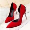 Nueva Llegada de La Manera de Metal Tallado Superficial Tacones Mujeres Bombas Suede Solid Side Cut-Outs Tacones Altos Zapatos de Punta estrecha Zapatos de la boda