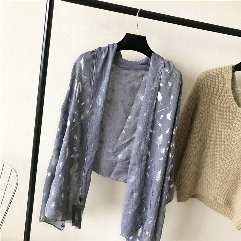 Muotoiltu huivi ylellisyysmerkki Silk Shawl jättää pehmeän - Vaatetustarvikkeet - Valokuva 2