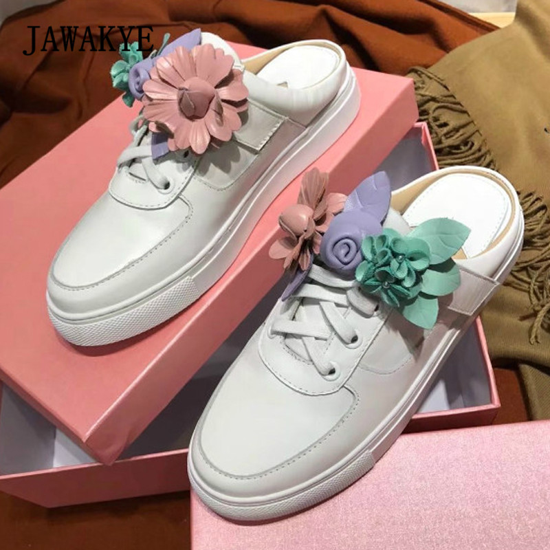 все цены на 2018 Flower White Real Leather Slippers Women Round Toe Thick Bottom Casual Shoes Woman Gladiator Sandals онлайн