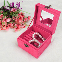 2019 Rushed New Version Of Lovely Velvet Retro Hand held Lock Button Small Square Jewelry Box Ear Nail Ring Receiving Wholesale