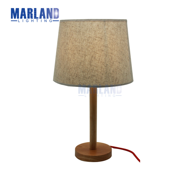 E27 Kawat Lampu Meja Cahaya Loteng Kayu Dengan Kain Merah Naungan Untuk Ruang Tamu R