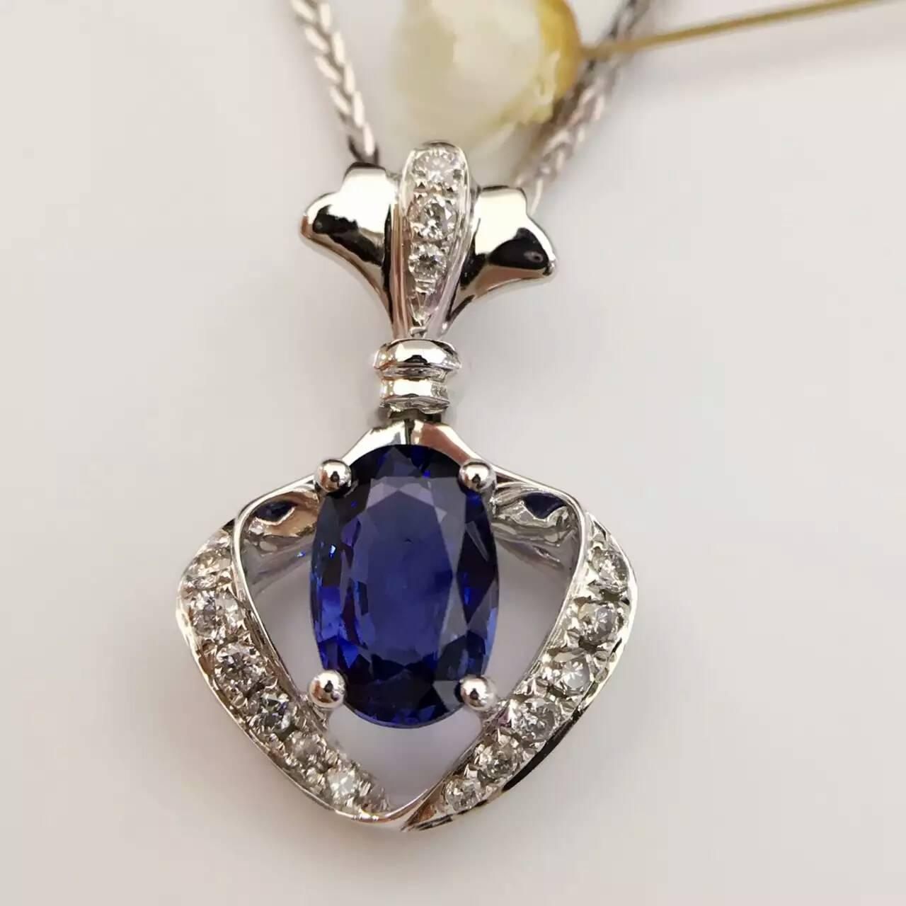 1 079ct 0 117ct 18K White Gold Natural Sapphire and Pendant font b Necklace b font